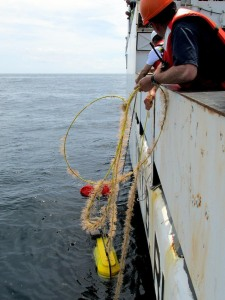 Retrieval of the AMAR unit on the port side of the Henry Bigelow, Photo by Jerry Prezioso NEFSC / NOAA